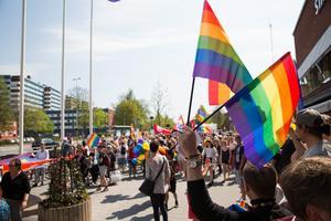 Pride firas utanför Södertälje stadshus efter stadens första prideparad.Fotograf: Stina Lagerkvist