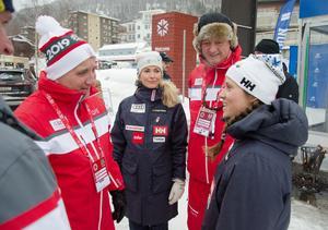 På sin promenad genom VM-byn Åre träffade Stefan Löfven landslagsåkaren Sara Hector, som ger sig in i VM-tävlandet på torsdag när hon åker storslalom.