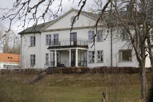 Boendet ligger i Gyttorp, i fd direktörsvillan/gästvillan.