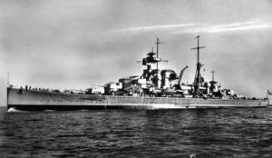 Tyskt flottbesök i Härnösand två månader innan krigsutbrottet 1939. Kryssaren heter Admiral Hipper.