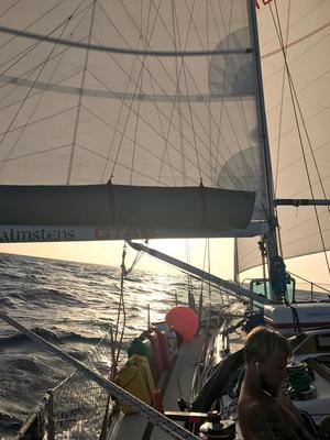 En stämningsbild tagen ombord på båten. Foto: Privat