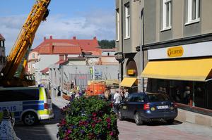 Mannen i 20-års åldern som misstänks för att finansierat terrorverksamhet, dömdes år 2014 för rånet mot Guldfynd i centrala Östersund.  Bilden är från tillfället strax efter rånet. Foto: Atle Morseth Edvinsson, LT Arkiv