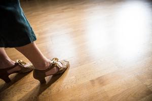 Skorna ska ha lagomt med glid, annars finns det risk för knäskador. Någonting sådant har dock Ulrika inte varit med om.
