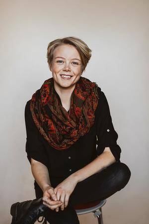 Hanna Rut Carlsson debuterar med klimatfiktion. Bild: Kajsa Göransson