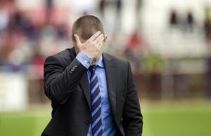 Jobbigt. Kalle Granath har mycket att fundera över just nu. VSK:s spel fungerar inte. FOTO: PER GROTH