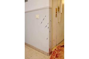 Knivdådet skedde i trapphuset, utanför den lägenhet som både offer och gärningsman varit på fest i. (Bild ur polisens förundersökningsprotokoll.)