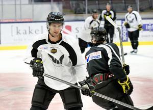 Evan McGrath gjorde 43 poäng på 49 matcher i VIK säsongen 2010/11. När han återkom till klubben som en joker blev comebacken allt annat än lyckad. Spelade 13 matcher säsongen 14/15 också innan han försvann till Oskarshamn.