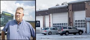 Dalatrafiks bussdepå i Malung och Bengt Benjaminsson, chef vid Region Dalarnas kollektivtrafikförvaltning. Obs fotot är ett montage: Berit Djuse/ Mikael Hellsten
