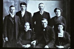 Från en familj i Mållong härstammar många i Holänna  (gården Erspens) och Delsbo (Klint-Olle)