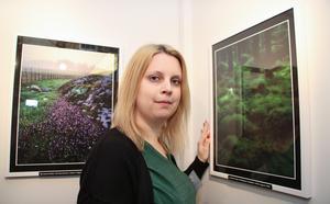 Mia Eriksson ställde ut sin pappas bilder. Han förolyckades förra året. Per-Olov Eriksson var en duktig fotograf som hittade de små detaljerna som gjorde hans foton speciella.