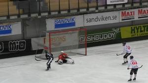 Christoffer Edlund gör sitt första av sex raka mål. Bild: Mittmedia.
