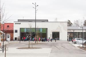 Entrén till Ösmo simhall ut i dag, i april 2019.
