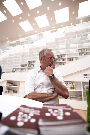 Bruno Kaufmann i arbete under val- och demokratinämndens linda.