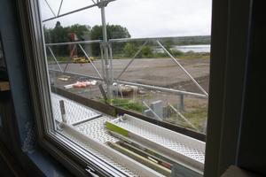 Utsikt från bygget. På grusområdet ska det byggas garage.