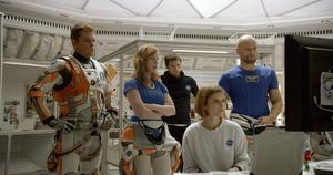 Den flyende besättningen får ganska jobbig ågren när de inser att de lämnat en levande kollega kvar på Mars i Ridley Scotts stjärnspäckade