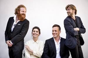 Regissören Ruben Östlund, till höger, i Cannes tillsammans med skådespelarna Kristofer Hivju, Lisa Loven Kongsli samt Johannes Bah Kuhnke från Strömsund.