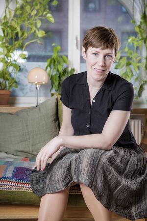 Stina Otterberg, ursprungligen från Gävle, är aktuell med en ny bok om Erik Axel Karlfeldt.
