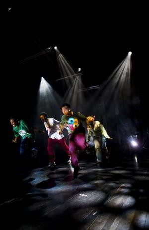 Dansen är i fokus i föreställningen och battlet