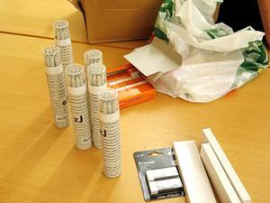 Horndalstandläkarna har sponsrat med pennor och suddgummin efter att ha läst om lektionerna i tidningen.