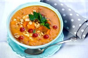 Senegalesisk soppa som får både smak och konsistens av jordnötssmör.