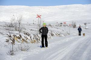 Nu är vintern här och några av de första att prova den nyfallna snön var paret Henrik Pors och Marianne Grönbeck från södra Danmark tillsammans med hunden Ari.