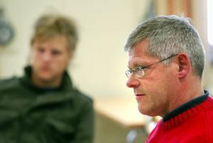 Jonathan Nordin, elevrådet och gymnasieenhetschefen Björn Swedén under mötet igår som diskuterade gymnasieföreningarnas vara eller icke vara i Sundsvalls Gymnasium.