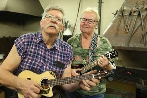 Matts och Mariann Fällman, järngänget i Fällmans ukuleleorkester.