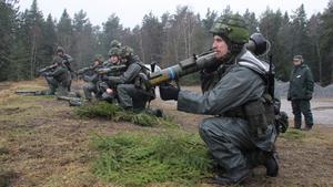 Stoppar pansarvagn. Traditionell skytteövning med pansarskott.