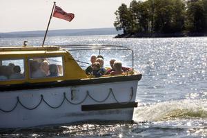 Många av passagerarna valde att ta båten in till kajen och se sig omkring i Hudiksvall.