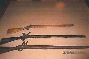 Gamla vapen fanns i förrådet där den danska polisen gjorde ett tillslag.