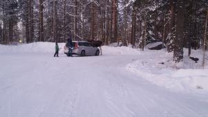 Läraren Anton Ek och en elev fick närkontakt med älgen som befann sig i närheten av skolan.