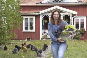 Floristen Ulrika Remne i Kinsta vill ha det fint omkring sig året om. Så här års satsar hon på frosttåliga planteringar och dörrkransar som klarar flera minusgrader.