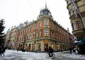 Blombergska huset vid Storgatan påminner om ett franskt stadspalats, skriver Nils Johan Tjärnlund i sin utmärkta nya guide till Sundsvalls Stenstad.