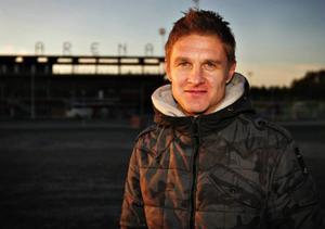 Brittiske mittfältsproffset Lee Makel har gjort en alldeles strålande säsong i ÖFK. Anbud från andra klubbar lär knappast saknas, men 35-åringen kan samtidigt tänka sig ännu ett år i Östersund.