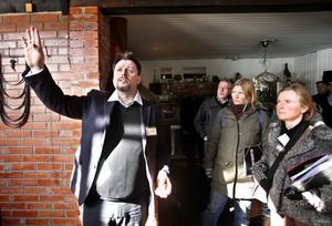 Vind och soldrivna fläktar, solceller, värmeåtervinning, golvvärme, Det finns mycket att förklara i Stefan Larssons passiva solhus i Älvkarleö.