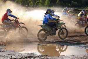 Motospeed är en kortare variant av motocross, men mer intensivt och händelserikt.