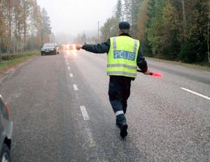 Stopp, stanna. Här är det alkoholutandningsprov på gång. Under 2009 utförde Gävleborgspolisen 77 000 så kallade