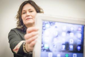– Det finns elever som tittar på våldsfilmer och pornografi på skoltid, säger Kristina Albertsson som vill att Östersunds kommun inför ett filter.