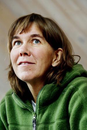 Mors dag. Anna Erlandsson ställer ut med sonen Petter på Galleri Mono.