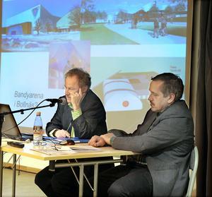 Thomas Hammar, till vänster, och Hans Larsson från konsultföretaget Hammar Locium Metior AB i Gävle, släppte i går sin rapport om hallfrågan i Bollnäs. Fördel SJ-området, blev resultatet.