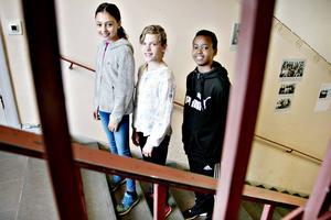 Julia Woxlin, Ida Holgersson och Sadaam Mohamed går alla i femman på Murgårdsskolan. De tycker den nya trappa med tydliga konsekvenser för elever som får upprepade tillsägningar i klassrummet är bra och att det har lett till mer ordning.