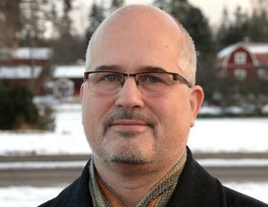 Stefan J Eriksson (M) undrade om