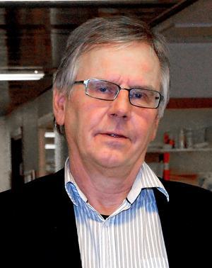 Förvaltningen har diskuterat med lärare, rektorer och politiker om indragning av vissa program berättar utbildningschef Torgny Karlsson.