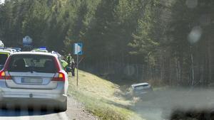 En bil körde i diket strax efter klockan 16.