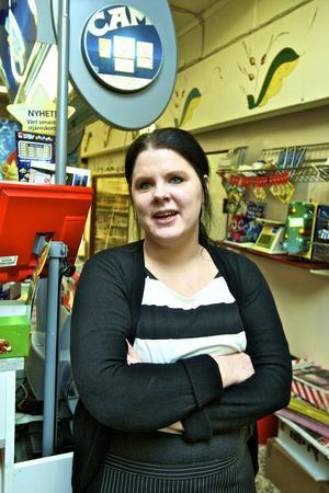 Butiksbiträdet Maria Wikman, 27 år, uppskattar lugnet och gemenskapen i Vika.– Man känner varandra, särskilt när man kommer härifrån.