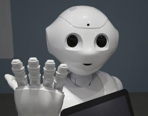 Den japanska och humanoida roboten Pepper har programmerats för att kunna läsa av människor känslor.