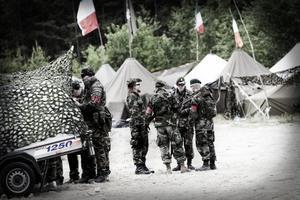 Soldater ur Poldaviens första infanteribataljon gör sig redo för att åka ut på uppdrag.