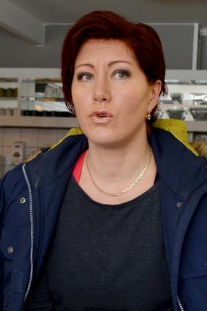 Larissa Karlsson, verksamhetsledare för Borlänge Tennisklubb, hoppas på en dialog med kommunen.