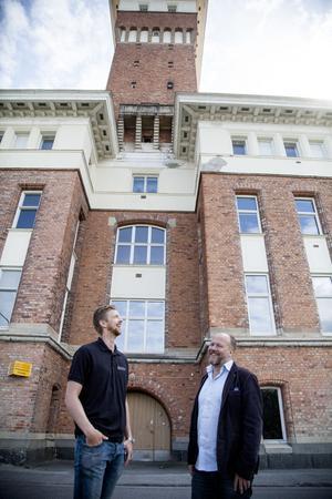 Tornet på Tobaks blir konferenslokal. Björm Höglund och Emil Westerlind har mycket på gång,