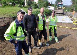 Örjan Loo, Funäsdalen, Mattias Modén, Rätan, Magnus Nordgren, Frösön, och Åke Eriksson, Hammerdal, fyra av alla dem som under de gångna två åren jobbat med ombyggnaden av vägen Revsund-Våle, söder om Gällö.